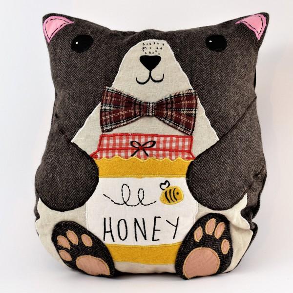 Bobby-The-Bear-Cushion-Detail1